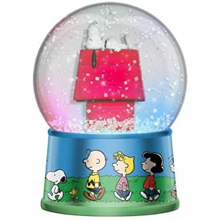 Peanuts Snoopy Light Up Snow Globe